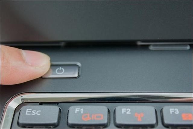 huong-dan-cac-buoc-ve-sinh-laptop-tai-nha 1
